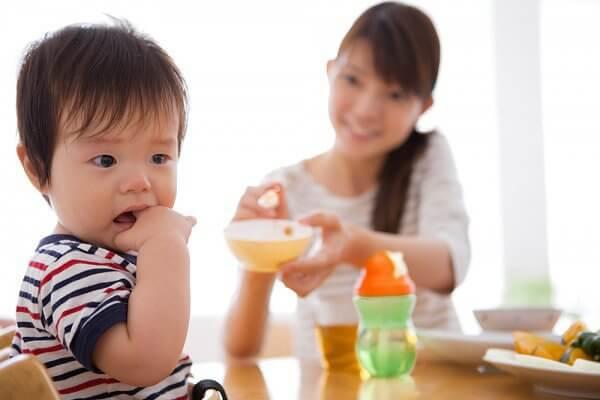 chăm sóc trẻ lười ăn sau khi uống kháng sinh