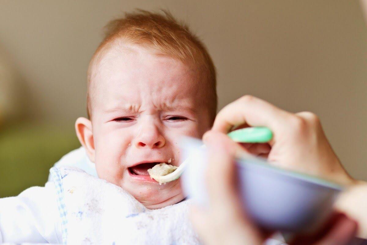 bé lười ăn sau khi uống kháng sinh