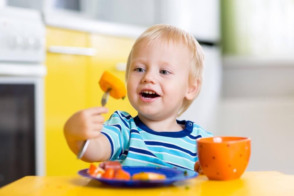 trẻ 14 tháng biếng ăn phải làm sao