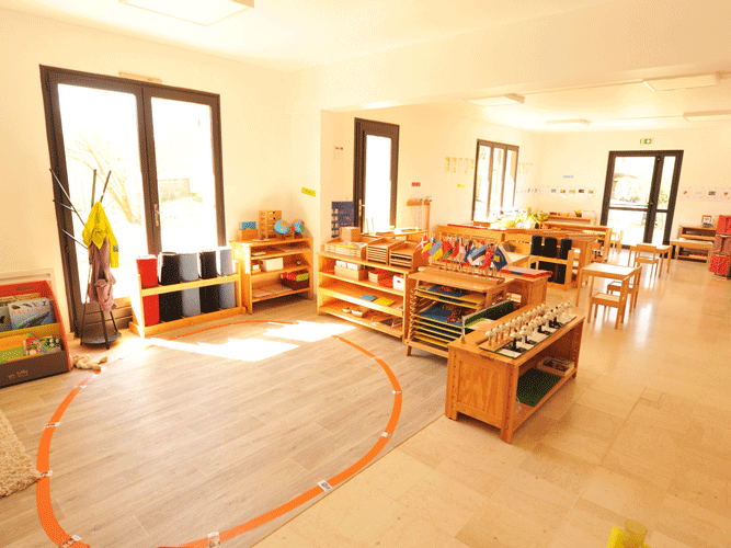 Une classe d'école Montessori