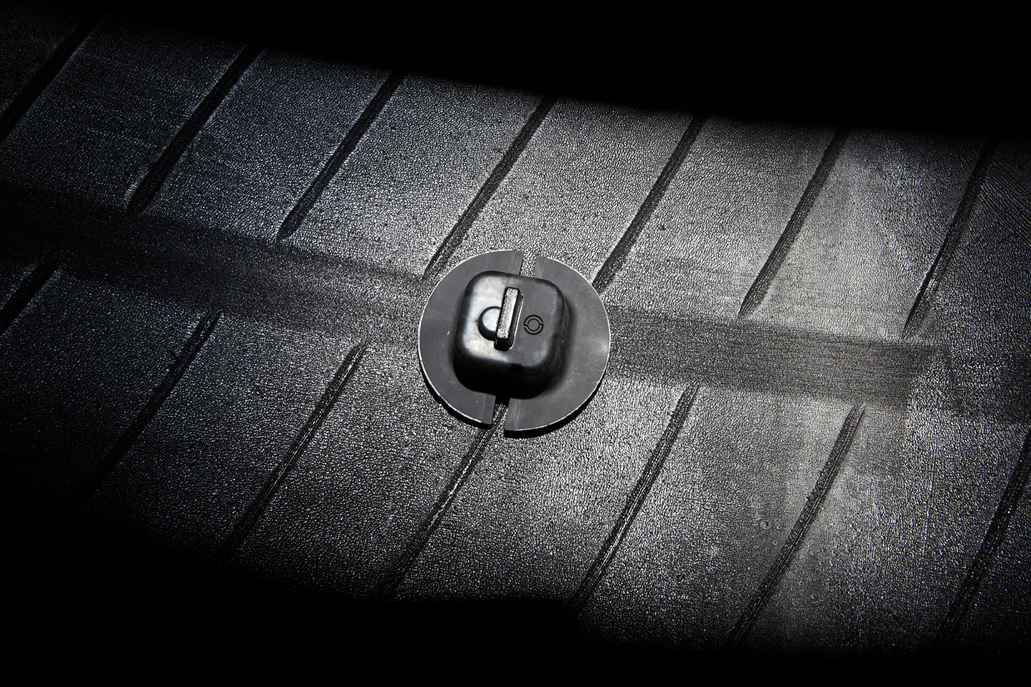 Tire details with the Aeolus Smart Fleet Solutions logo