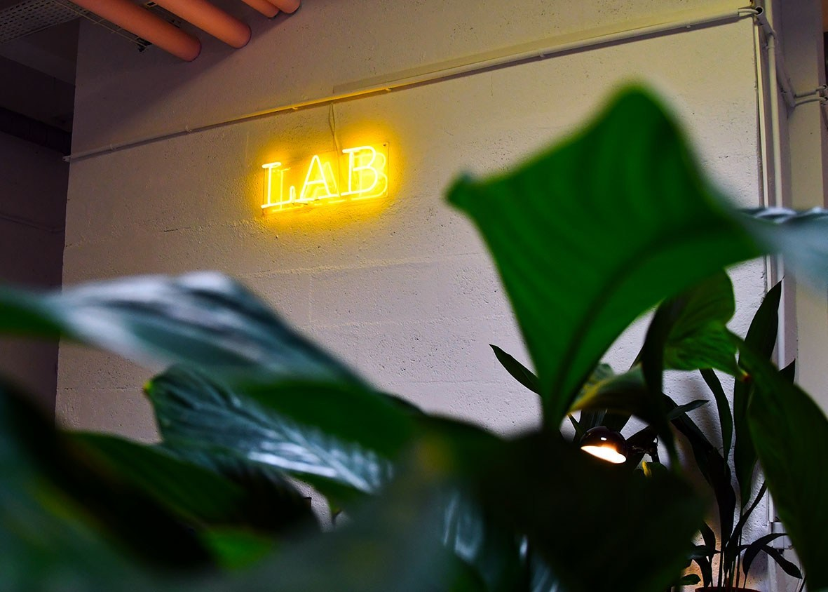Foundry lab neon sign