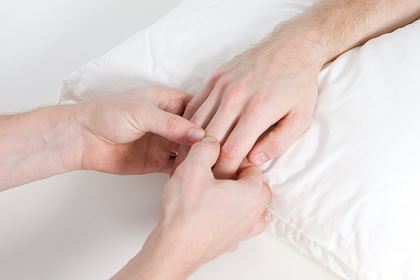 Interphalangeal joint palpation