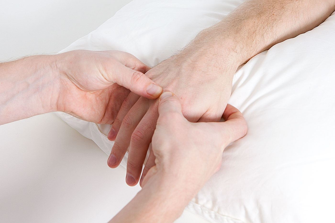 Metacarpophalangeal joint palpation