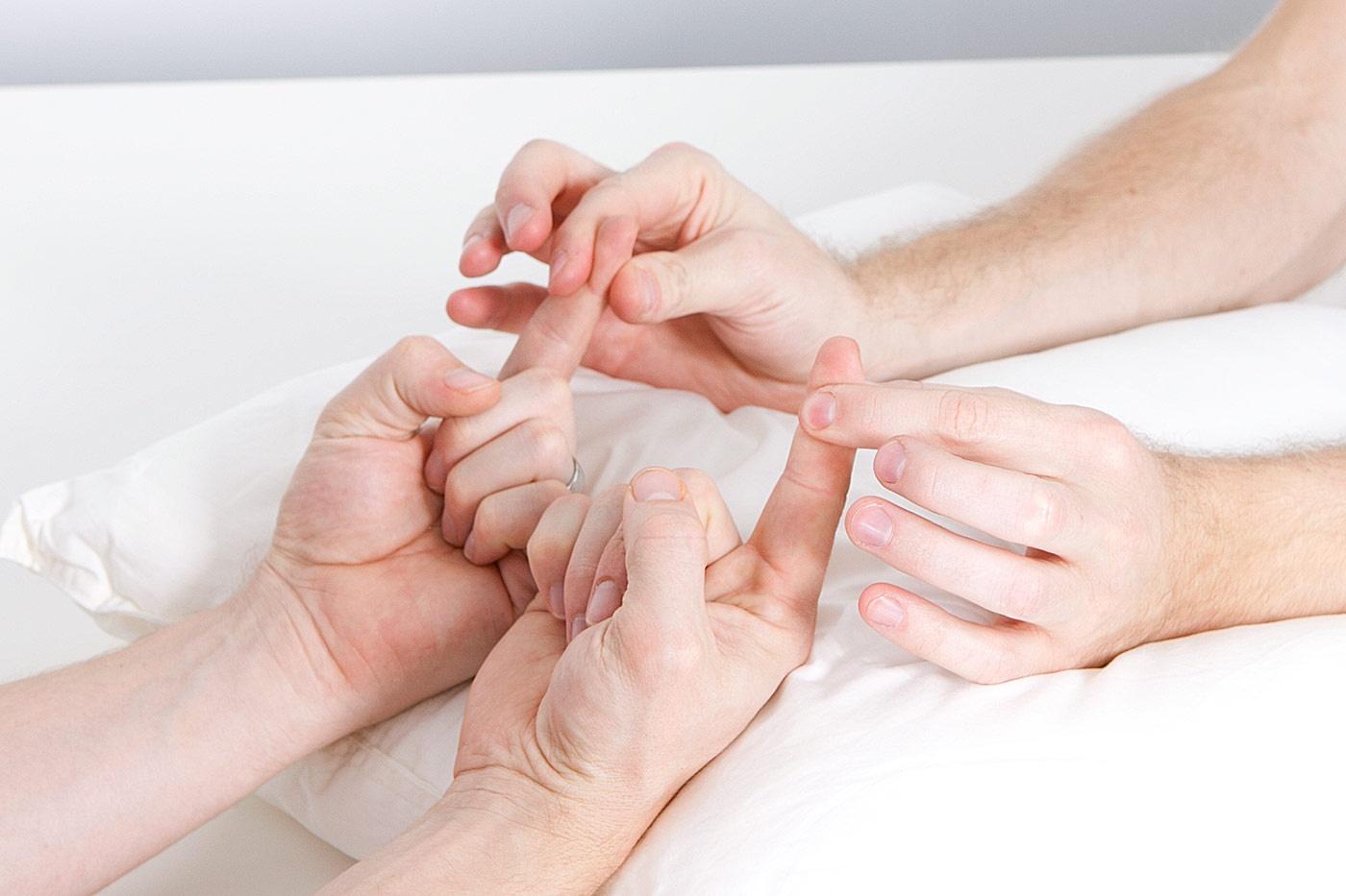 Pincer grip against index finger