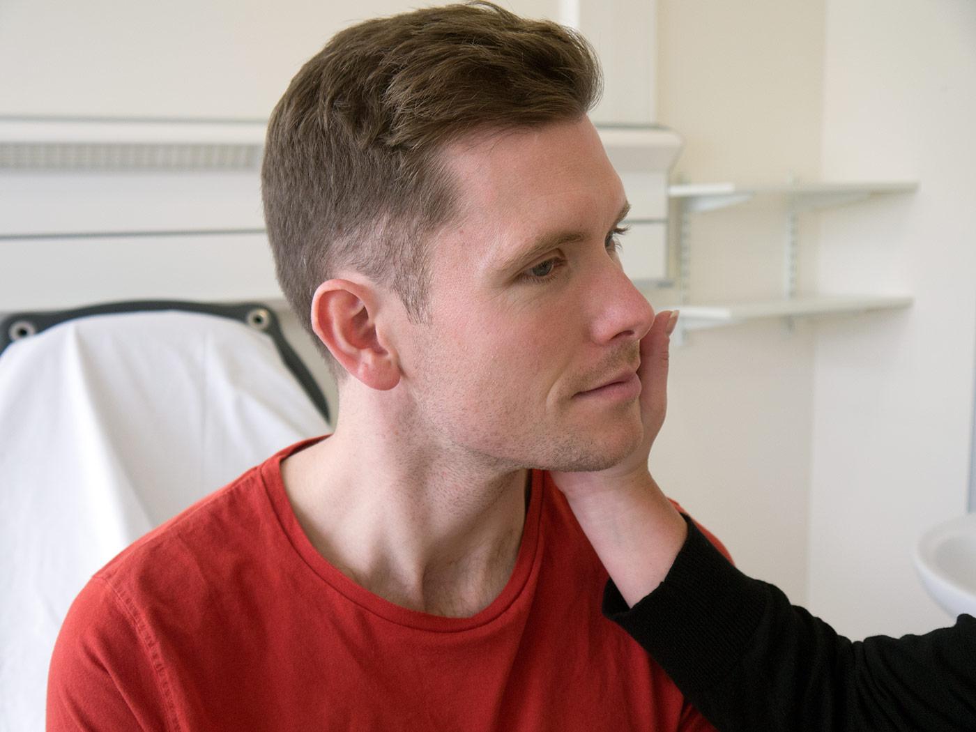 Sternocldeiomastoid muscle test against resistance