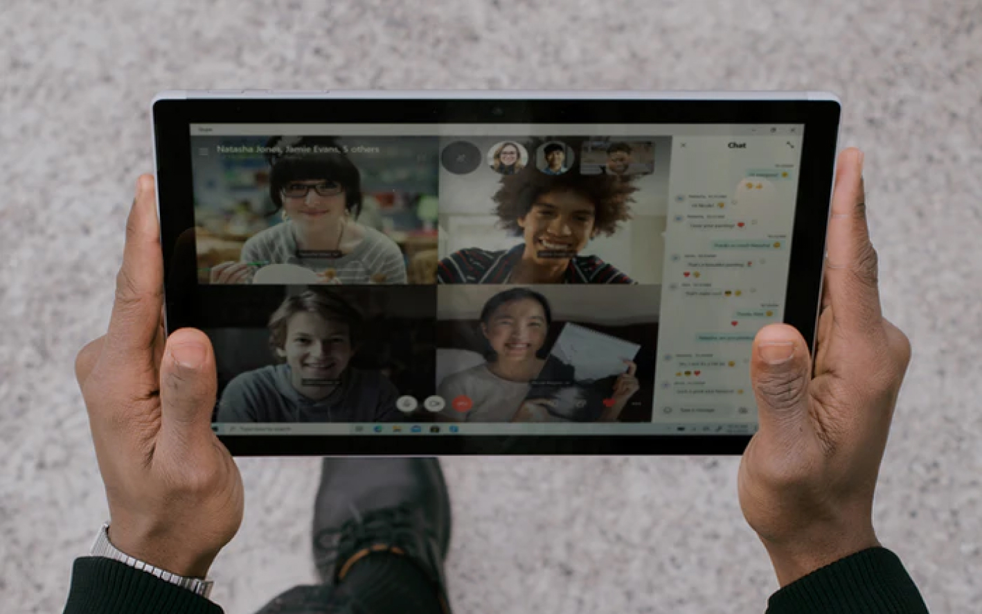 Person playing iPad Icon