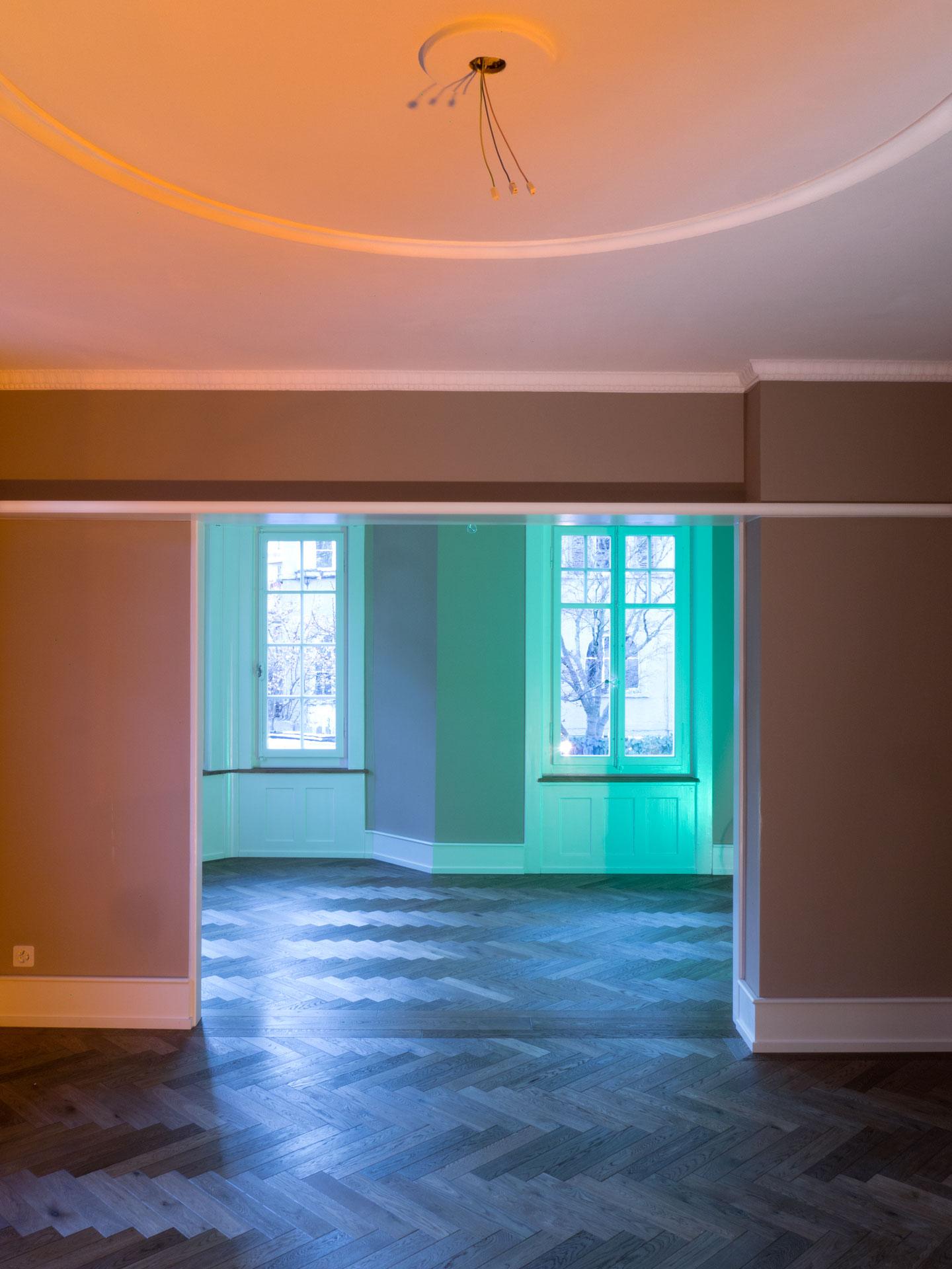 Das Esszimmer und der Salon bilden zusammen den Wohnbereich