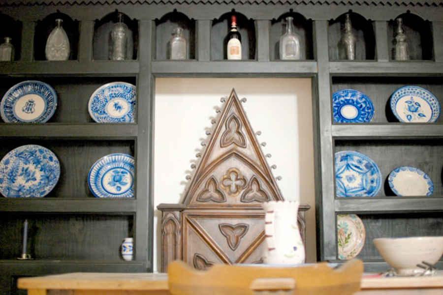 Antica credenza in legno casa Ortega Bosco