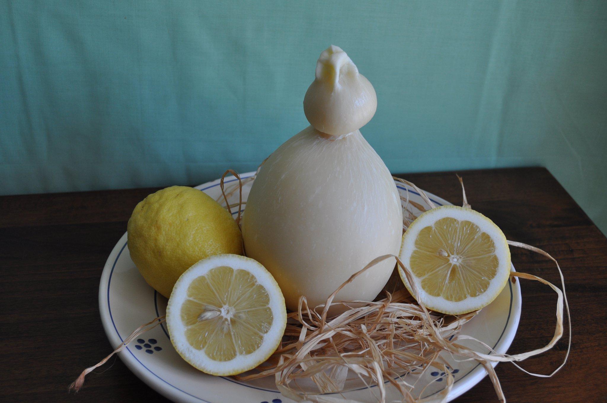 caciocavallo con limoni