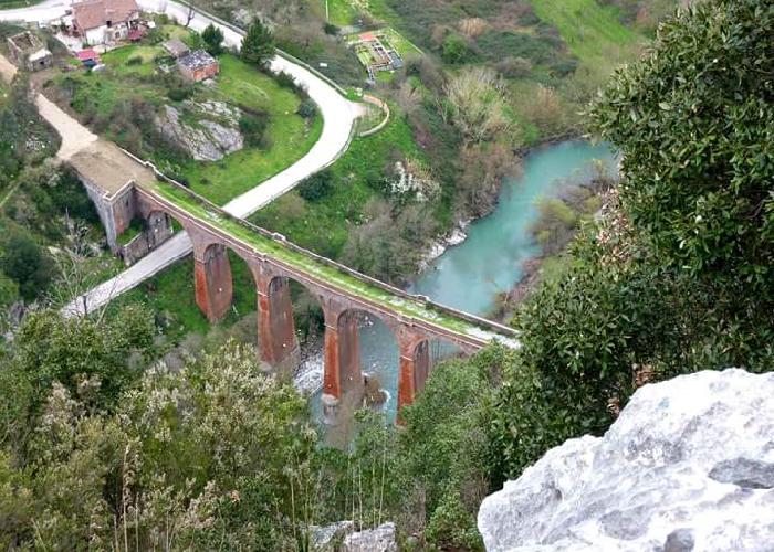 San Severino di Centola con ponte della ferrovia