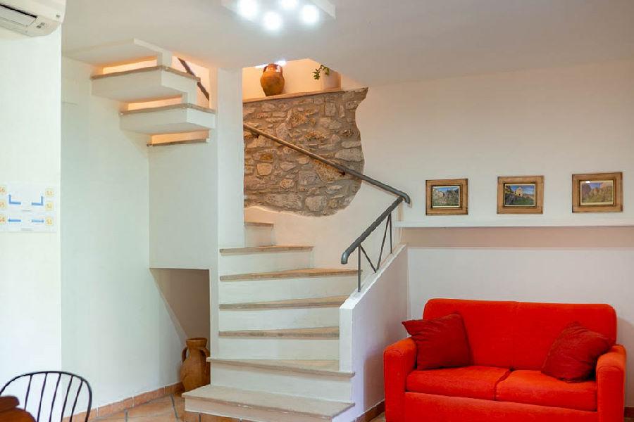 Scala d'accesso camere Casale del Borgo
