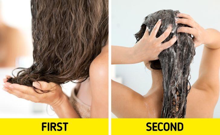 2. Sử dụng dầu xả sau khi dùng dầu gội Nhiều người vẫn coi quy trình dầu gội sau đó đến dầu xả là đương nhiên và áp dụng với tất cả mọi người. Tuy nhiên, các chuyên gia khuyến cáo việc sử dụng dầu xả sau dầu gội khiến tóc bết nhờn hơn. Nếu bạn là người có làm da dầu, mái tóc khô xơ và hư tổn thì tốt hơn hết là thoa dầu xả trước khi gội.
