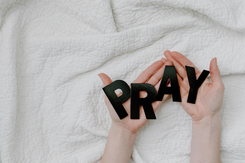 Schick uns dein Gebetsanliegen!