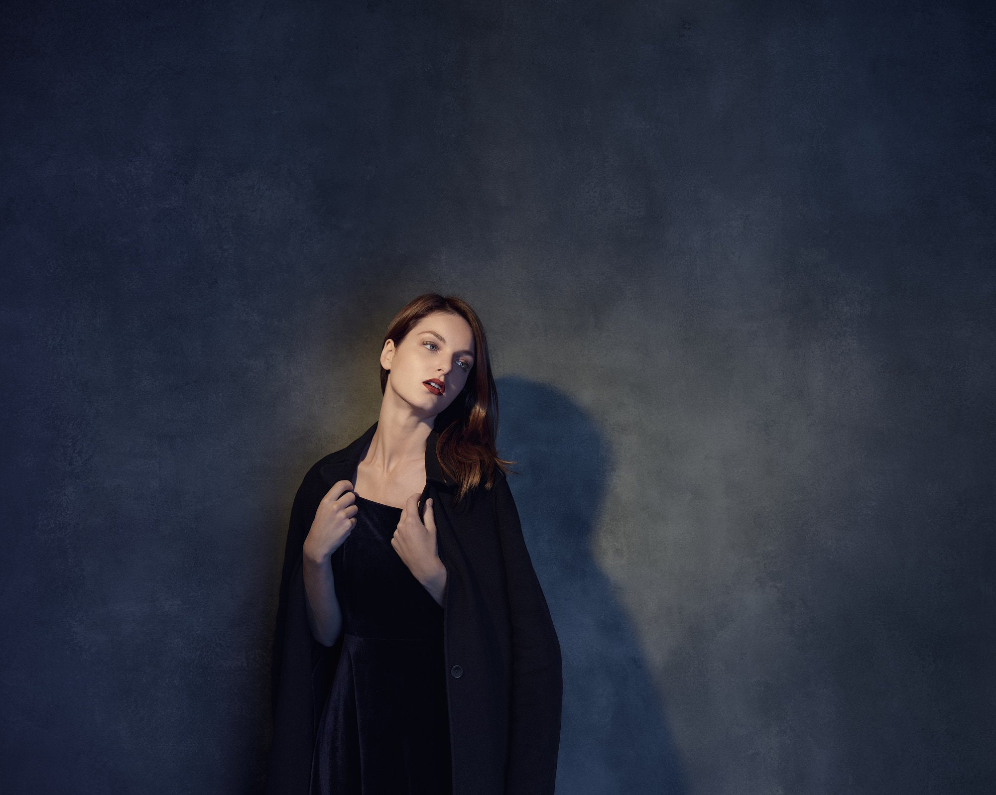 Portrait in studio of Chloé Morgane Vasseur for the art series Seule
