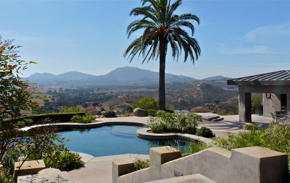 The beautiful panoramic view of the valley can be enjoyed from the pool and pool house which consists of a bathroom, laundry room, sauna and wet bar.