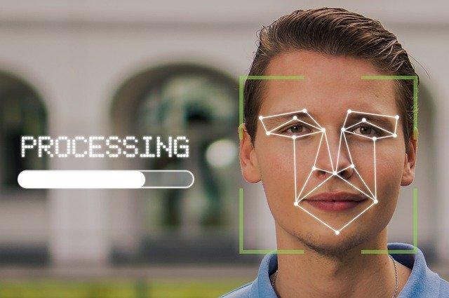 Mesures biométriques sur le visage d'un homme