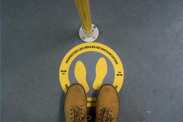 Graphisme COVID19, autocollant pour placer les pieds dans file d'attente