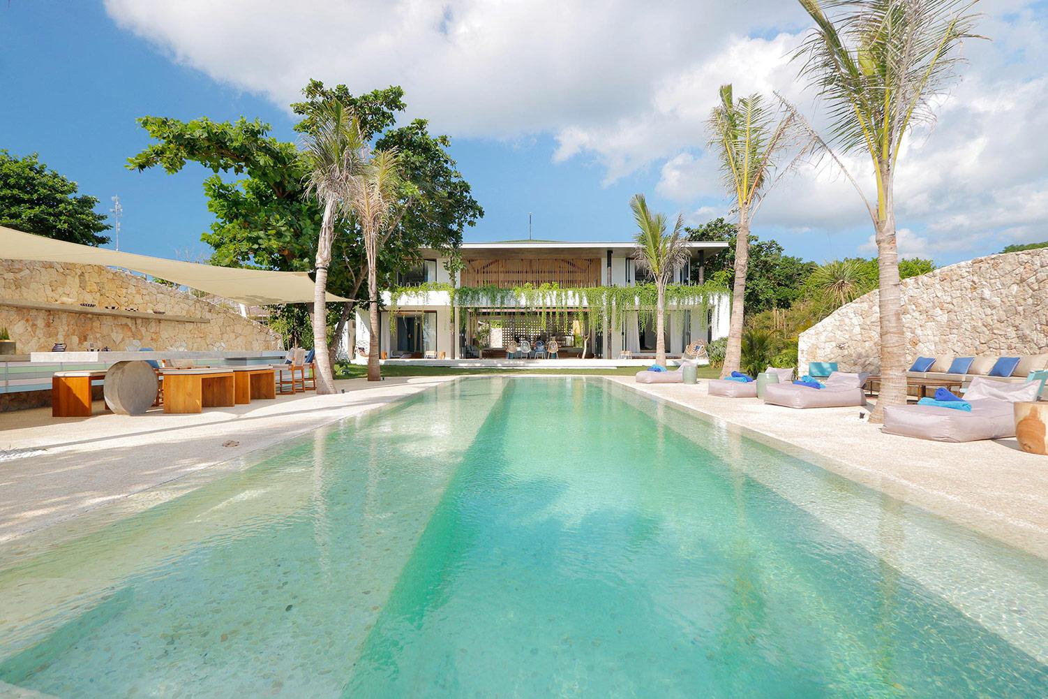 An hybrid between a Mediterranean and a tropical villa