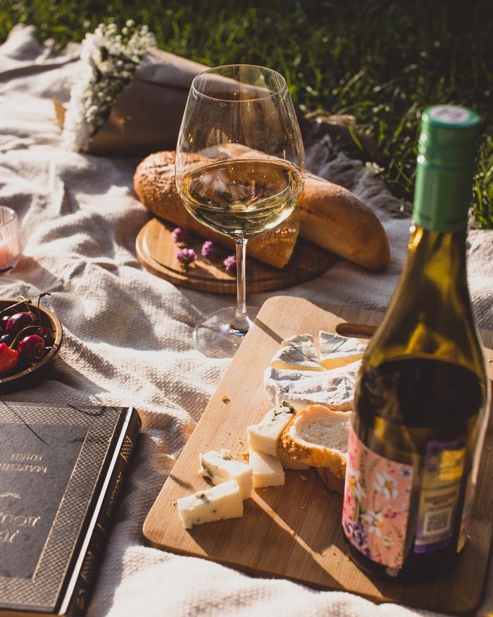 Sbalte košík s dekou a vyražte do okolí benického statku na svůj soukromý piknik