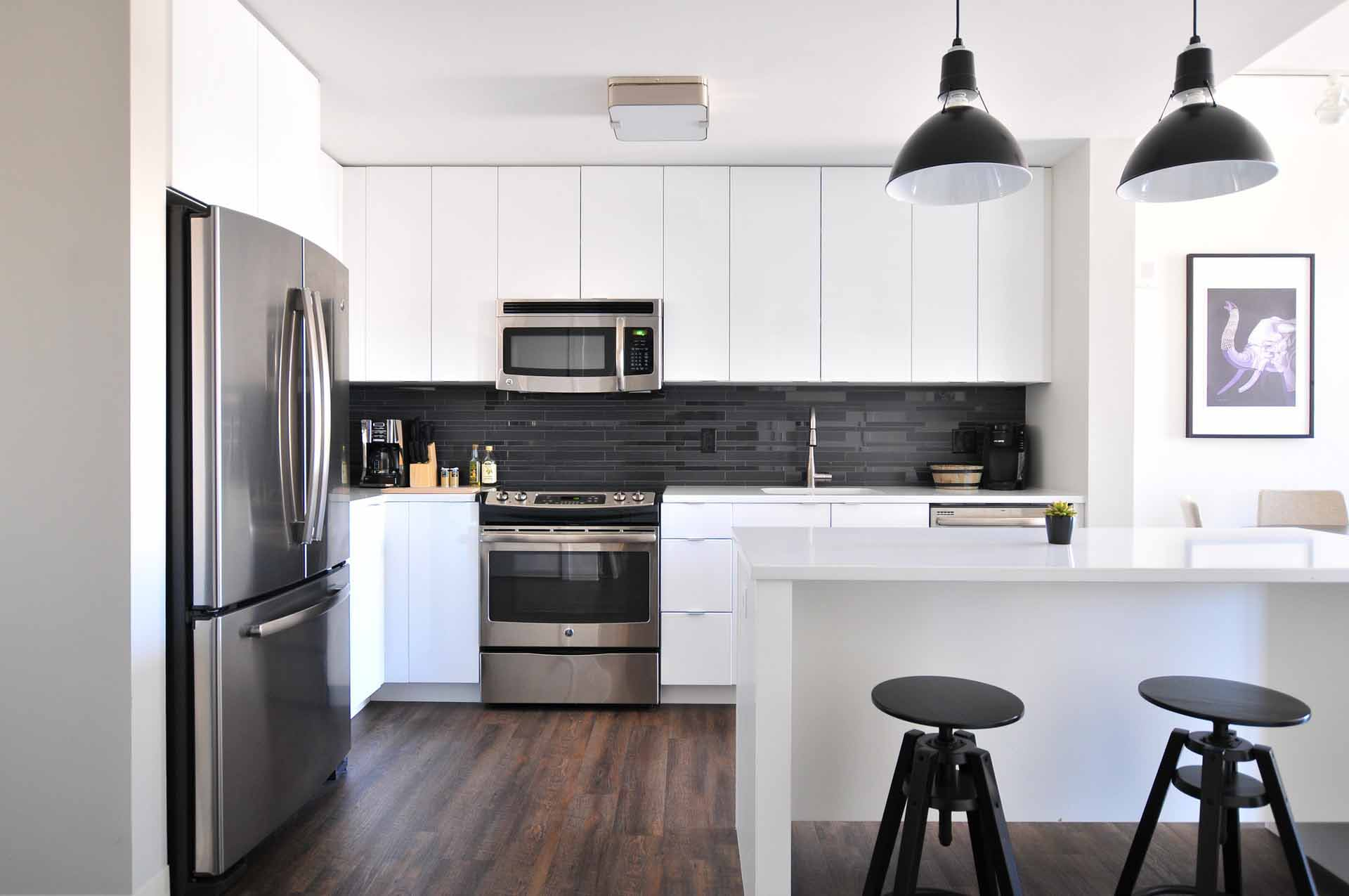Nytt kjøkken med kjøkkenøy for sosial sone