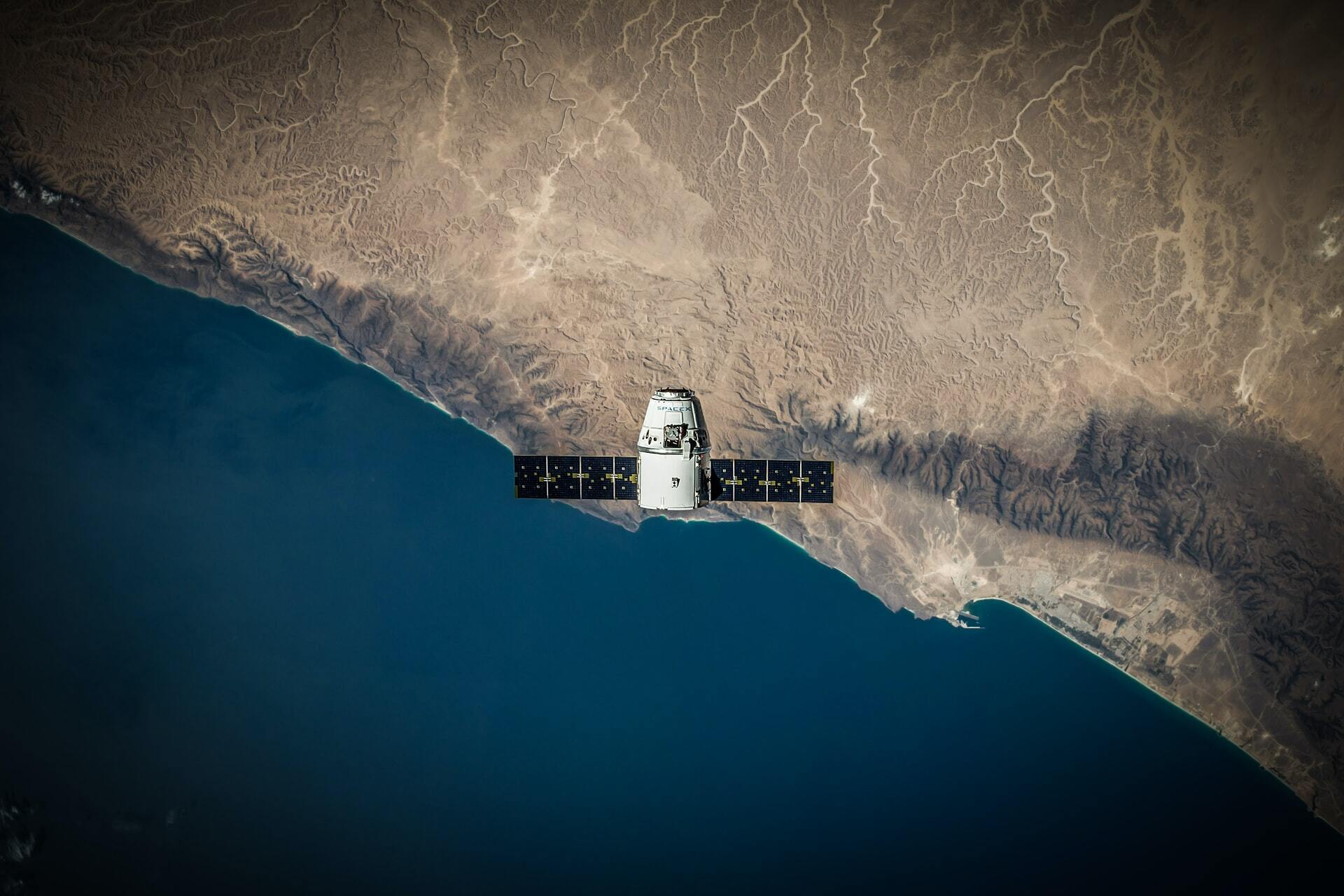 Issue #31: A semiconductor leader stepping into the spotlight and a space stock with worldly revenues 🚀