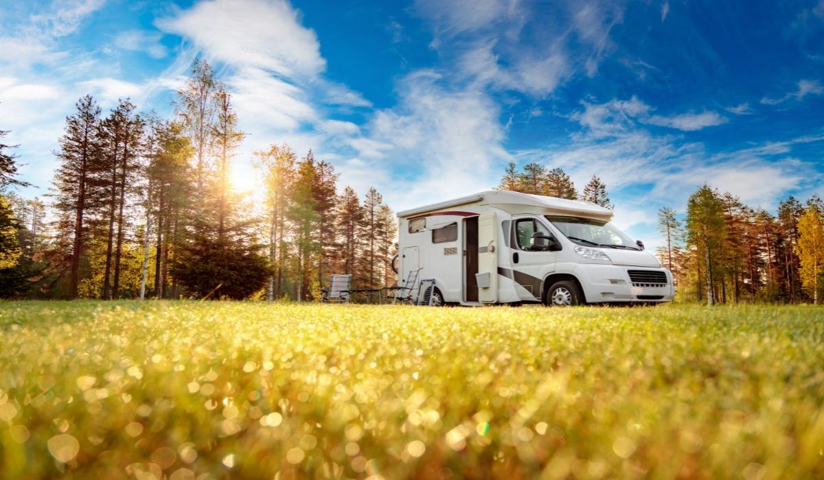 Energia w podróży- Fotowoltaika do kampera, przyczepy i domku letniskowego