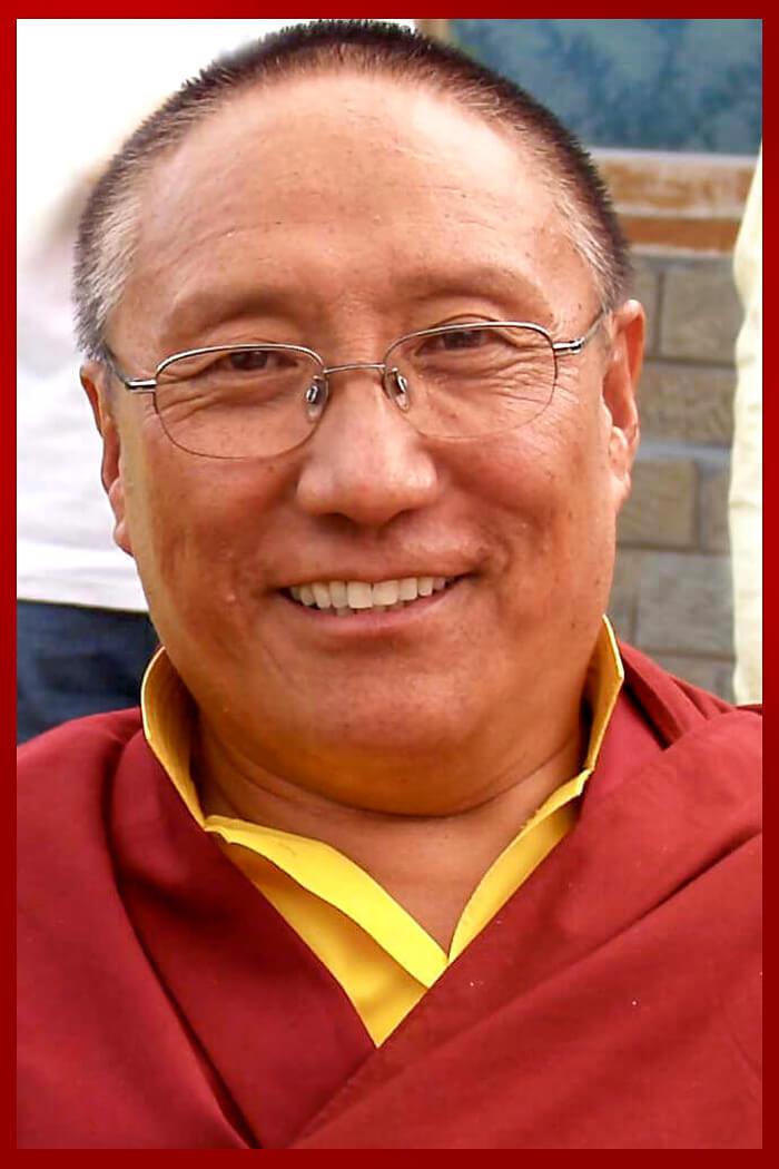 Es uno de los representantes más destacados del linaje Drukpa Kagyu