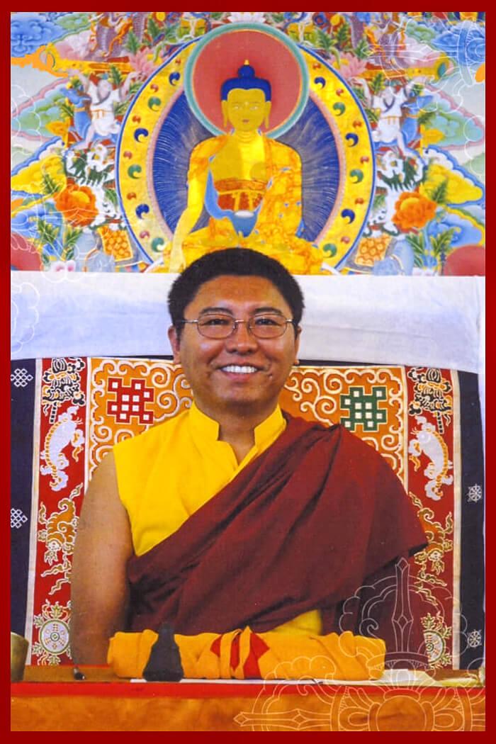 Pertenece a las tradiciones Drukpa Kagyu y Nyingma