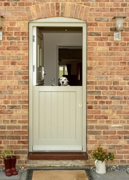https://www.georgebarnsdale.co.uk/wp-content/uploads/2020/09/dog-stable-door-735x1024.jpg