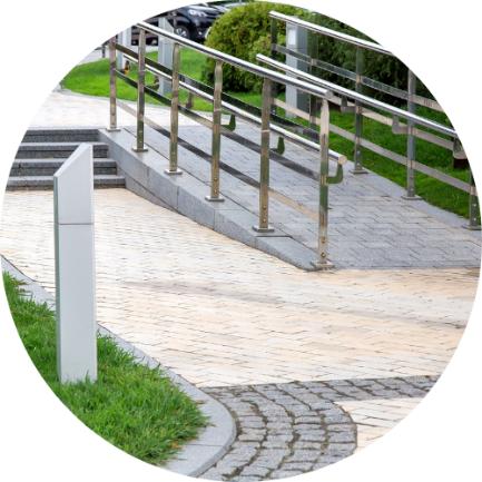 imagen que muestra una escalera y una rampa
