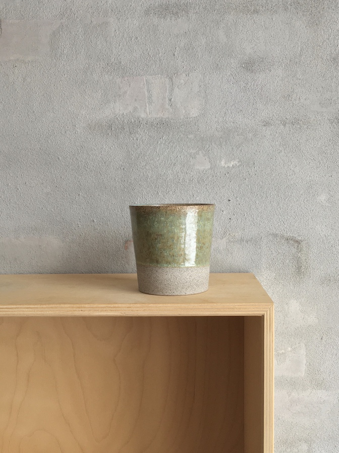 Stor kop i rå ler. Grøn.