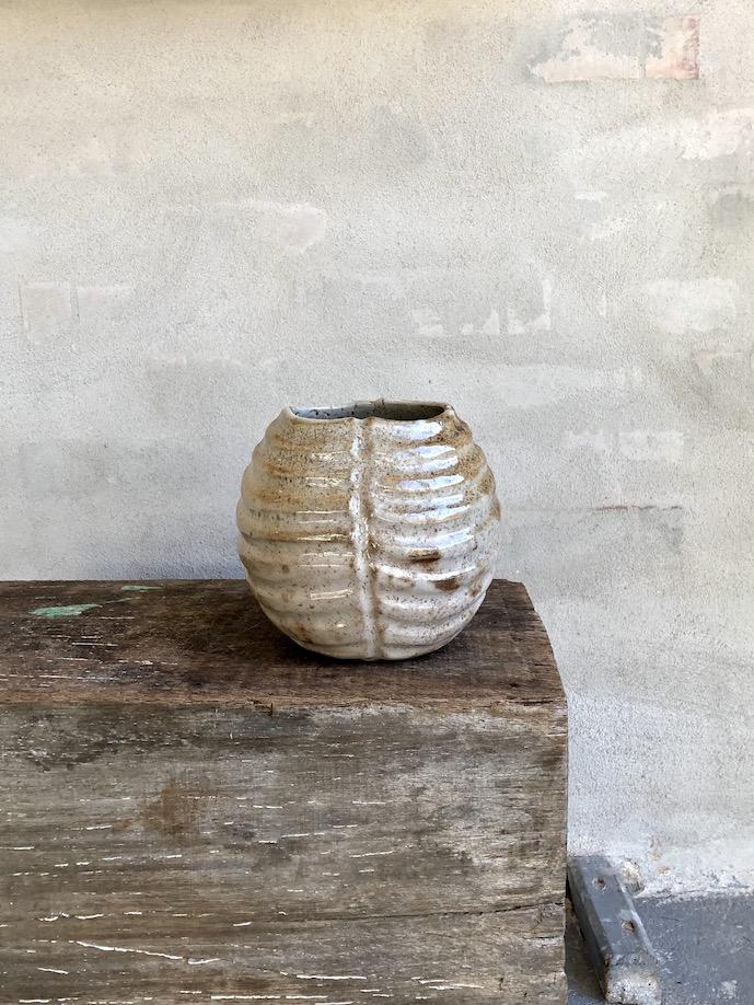 Koglen. Brændefyrede vase. Gyldenbrun.
