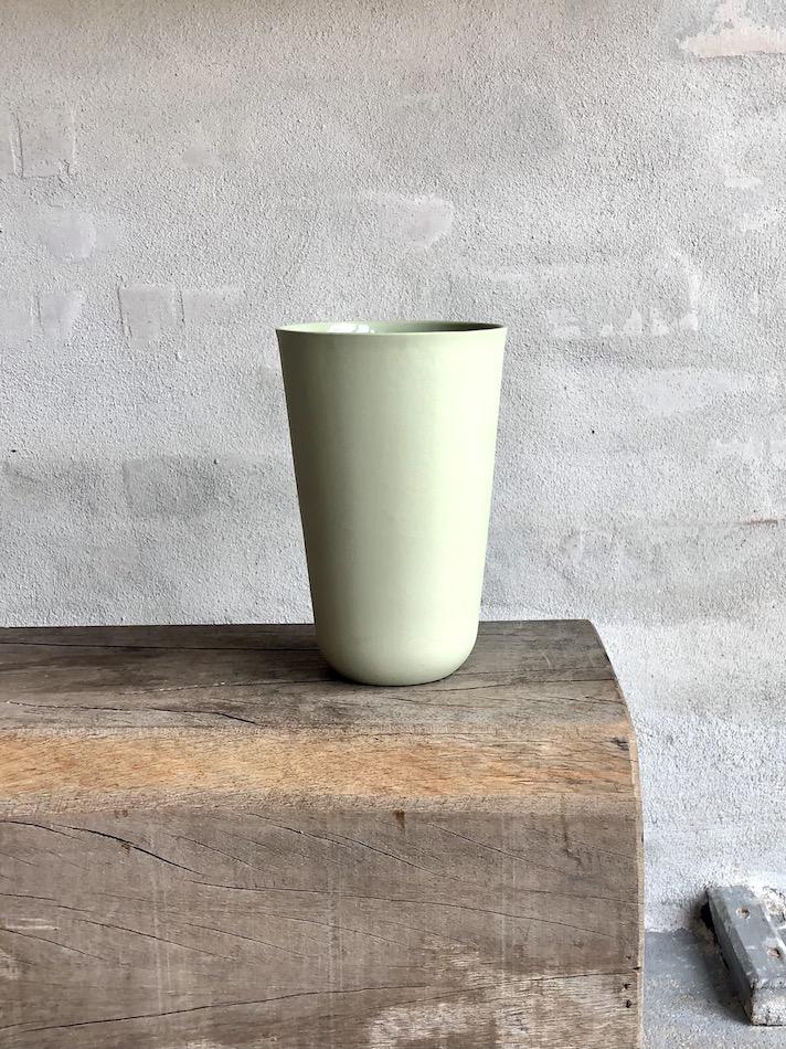 Elegant vase i porcelæn. Høj. Mint.