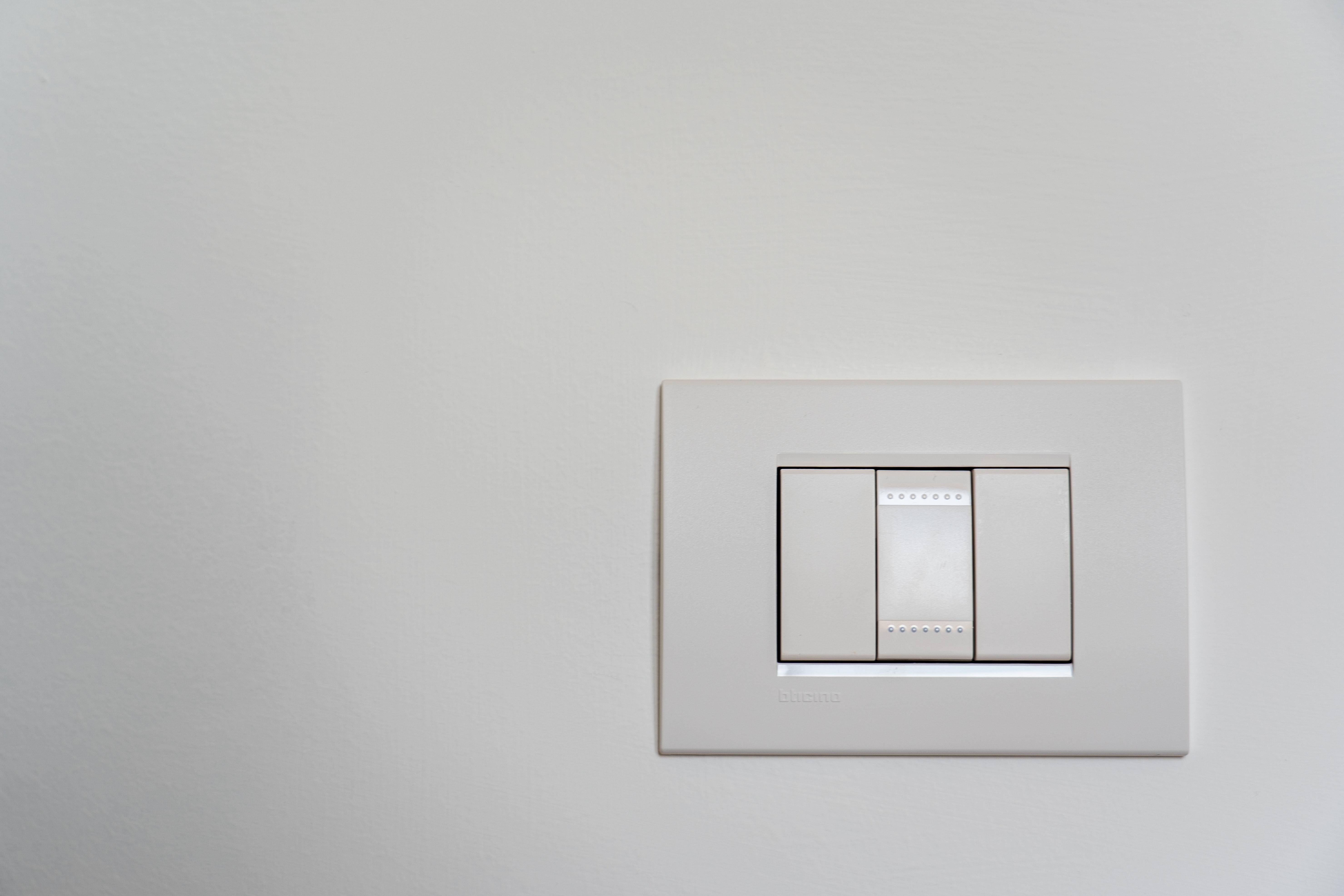 Wireless light switch image