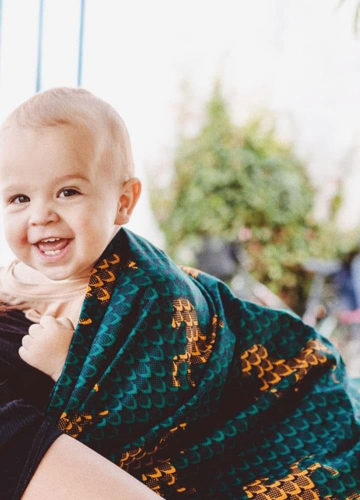 Enfant sourit dans un mbotou