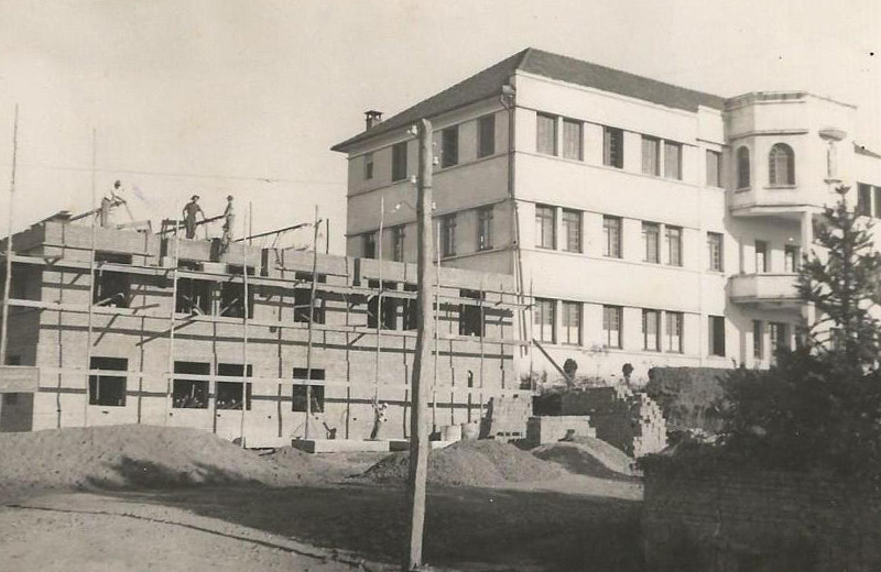 foto da construção do Colégio Nossa Senhora de Lourdes