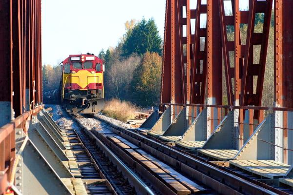 vantaggi spedizioni merci via treno