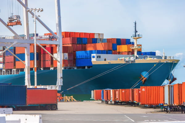 Spedizioni internazionali via mare vantaggi