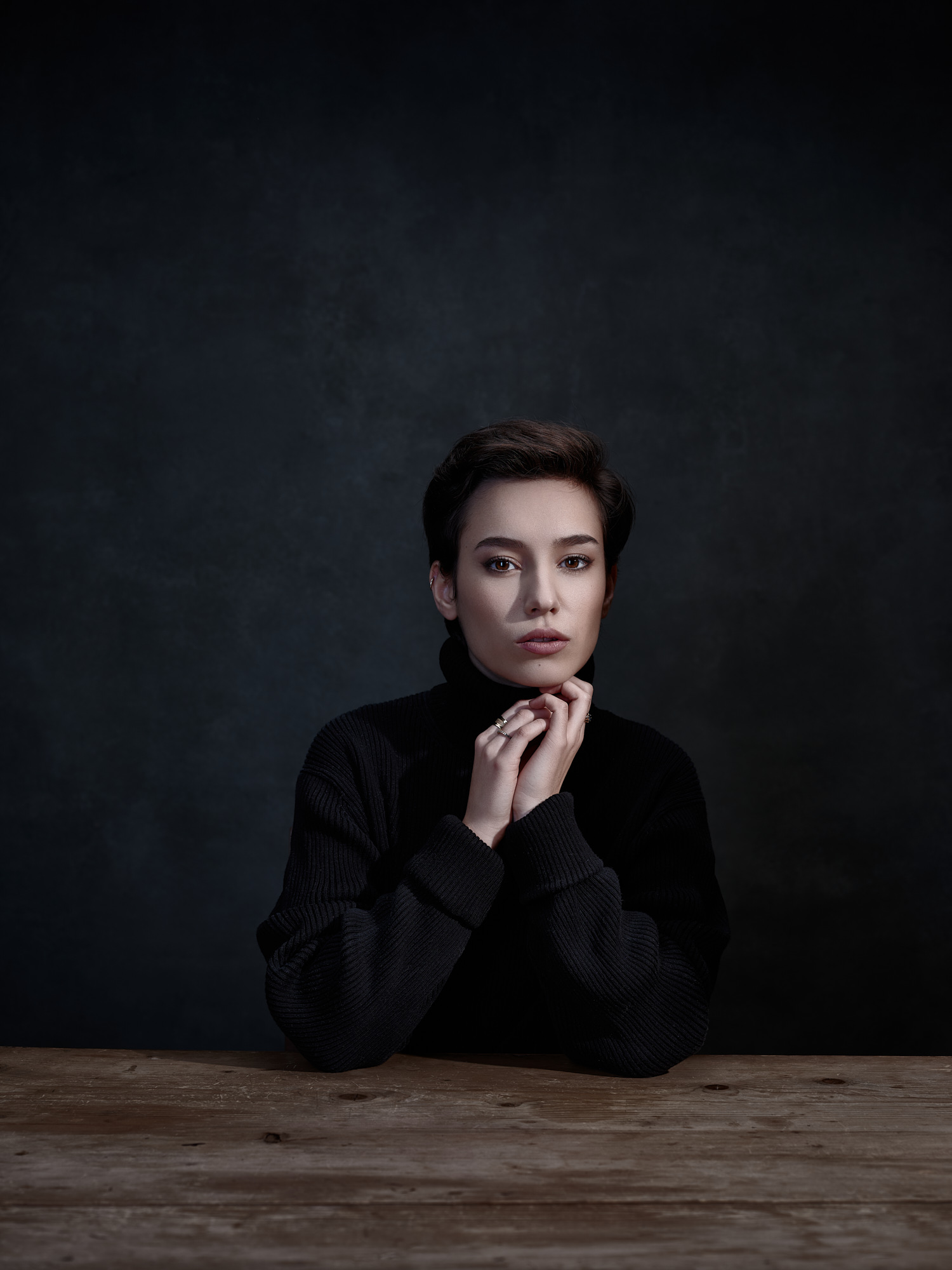 Portrait in studio of Marine Simon for Profoto
