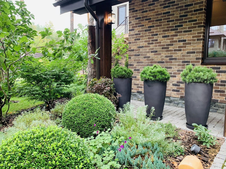 Горшки в саду