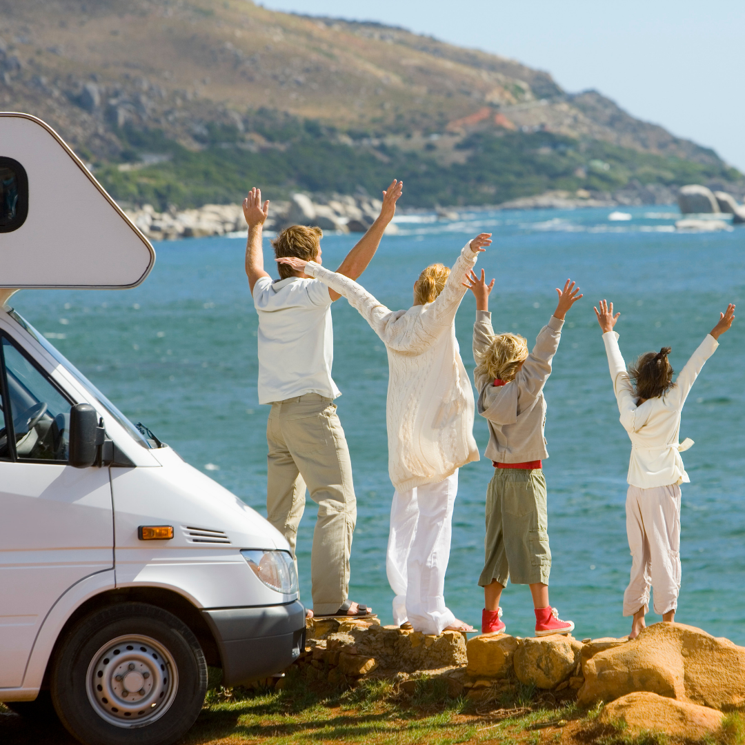 Frei und unabhängig - so genießen Familien Urlaub mit dem Wohnmobil. Foto: Canva