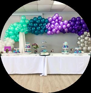 A table balloon garland