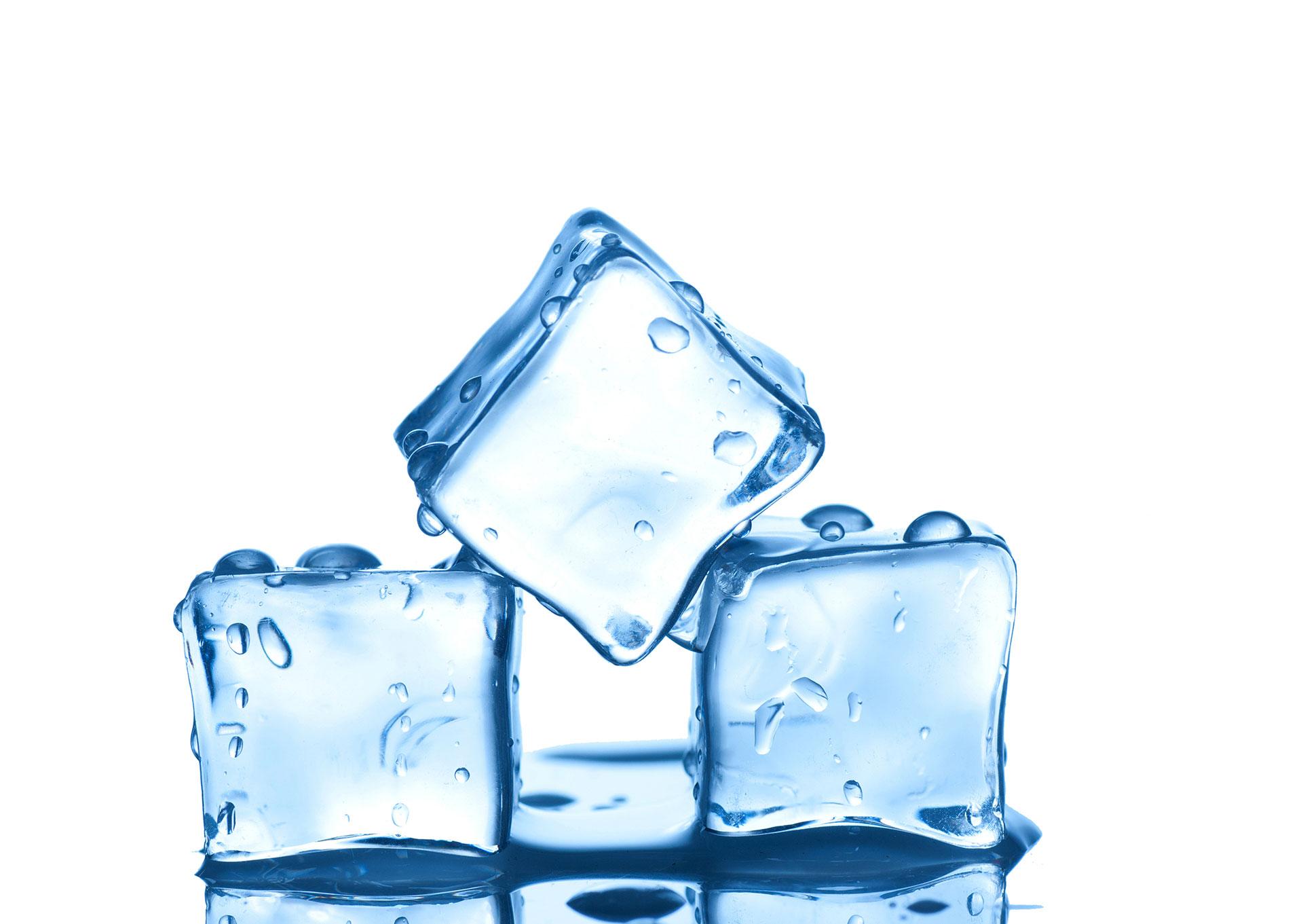 zdjęcie trzech kostek lodu