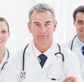 portret trójki lekarzy
