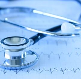 stetoskop leżący na radiogramie