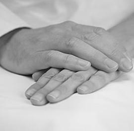 złożone dłonie