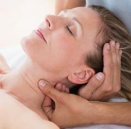 masaż szyi u kobiety