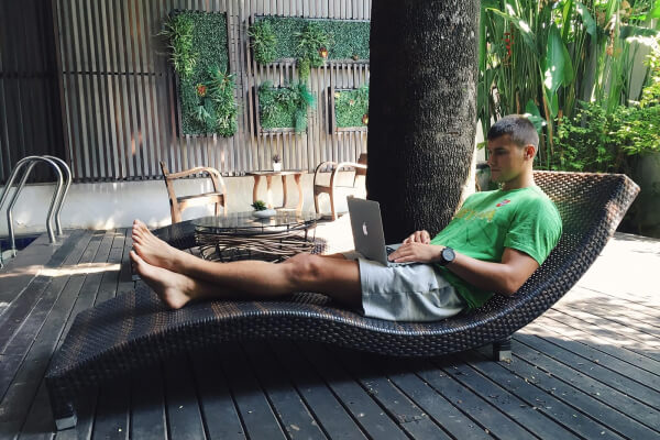Nomadic Lifestyle: Best Tools I Use to Learn, Work and Play Anywhere in the World