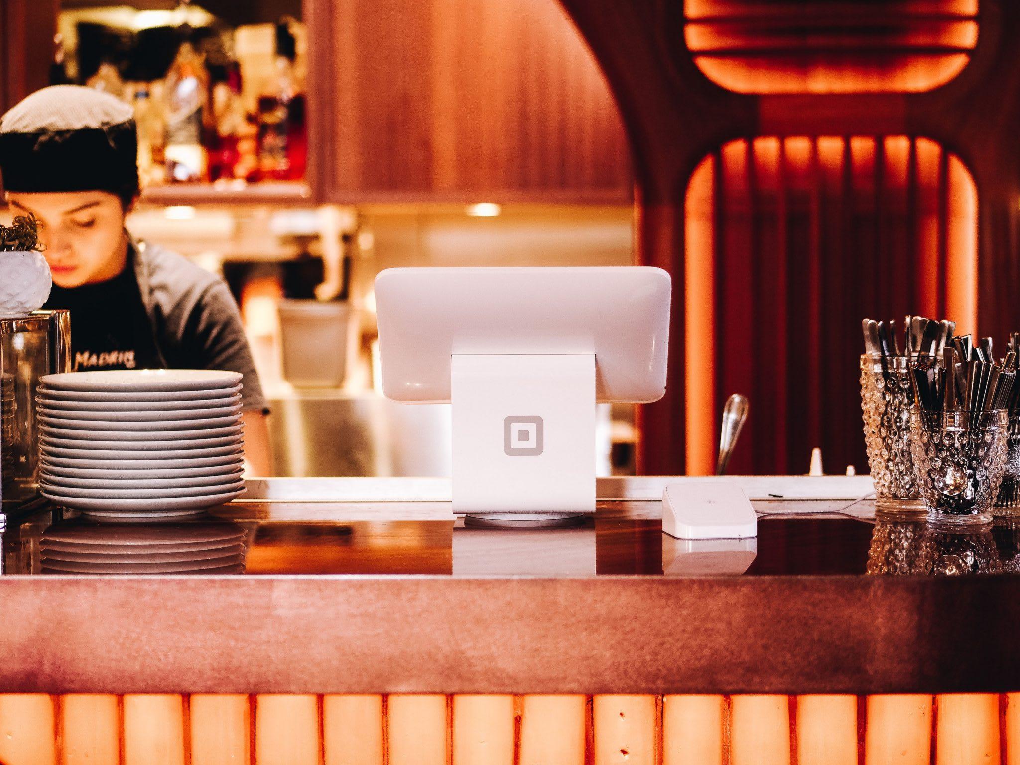 restaurant, table, ipad, plates, woman, restaurant maangement tools